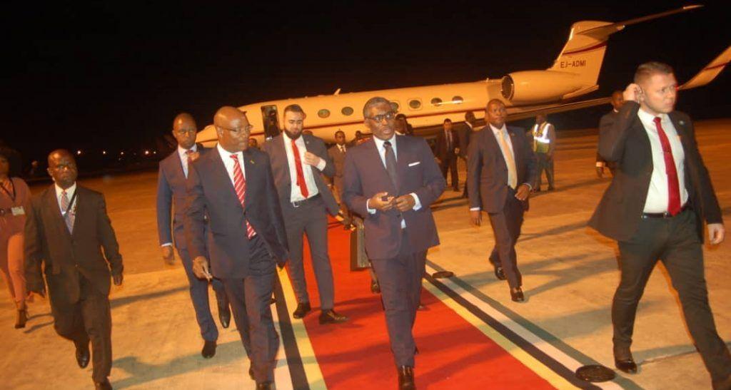 Vicepresidente llega a Maputo (2)