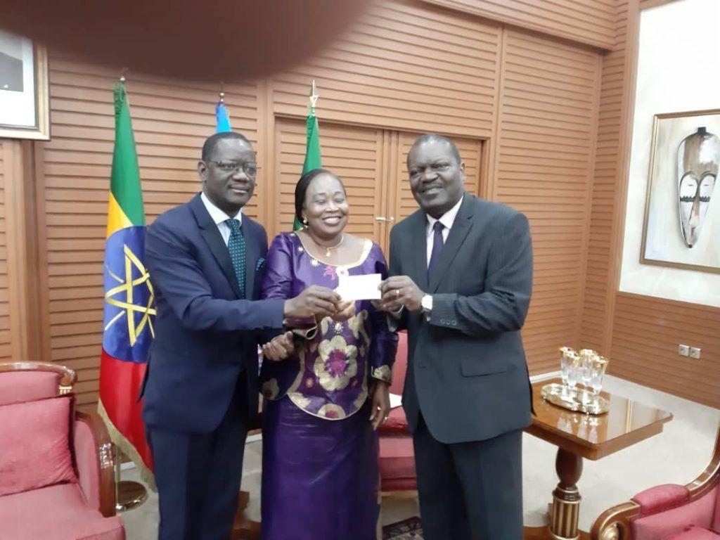 El Presidente financia la construcción de un colegio para los refugiados