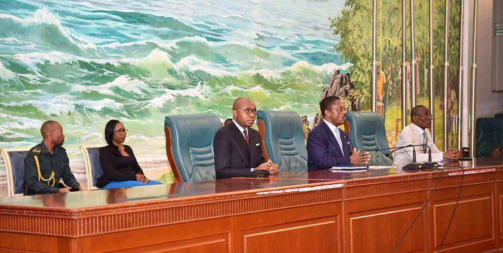 El Primer Ministro se reúne con los funcionarios de Bata