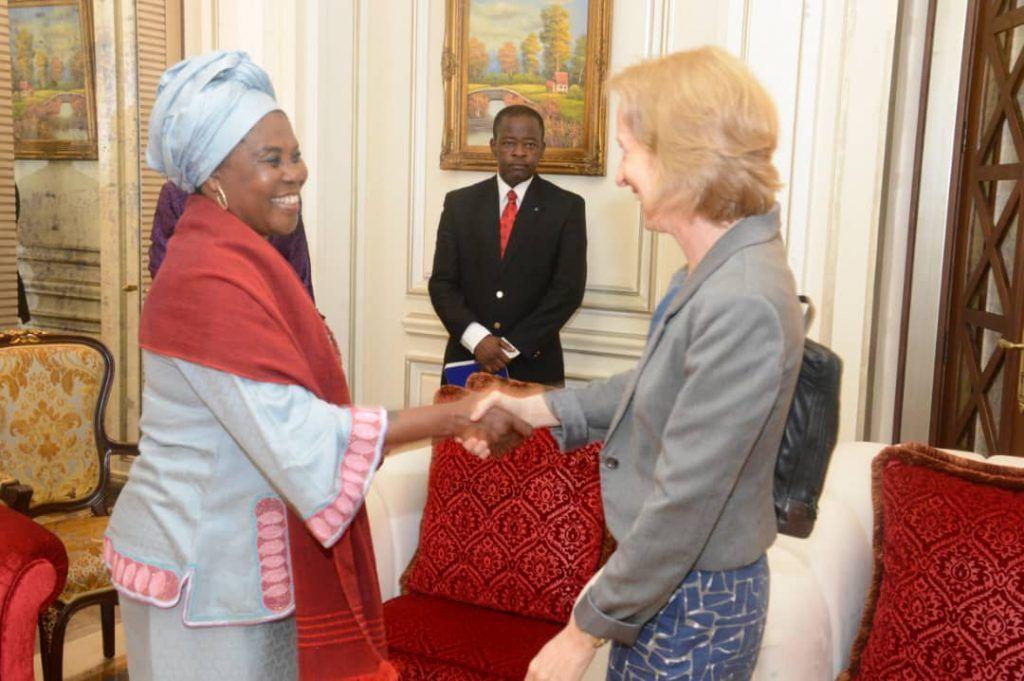 La Primera Dama recibe a la Embajadora de Estados Unidos