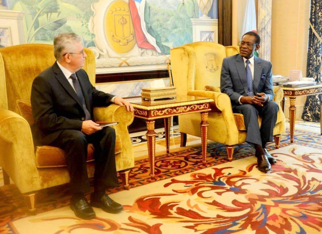 El Jefe de Estado se reúne con la delegación del FMI y con la Embajadora de Turquía