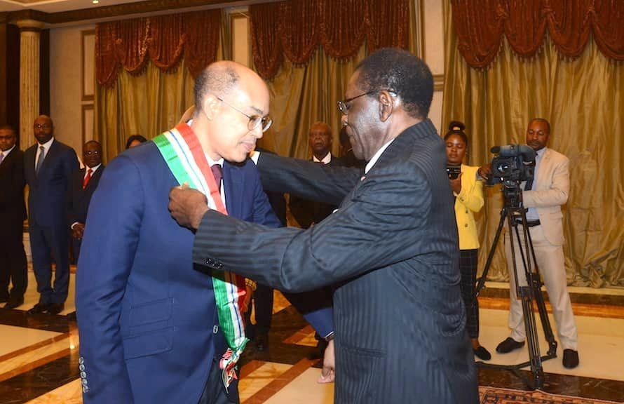 El Presidente condecora al Embajador de Francia y recibe al Arzobispo de Malabo
