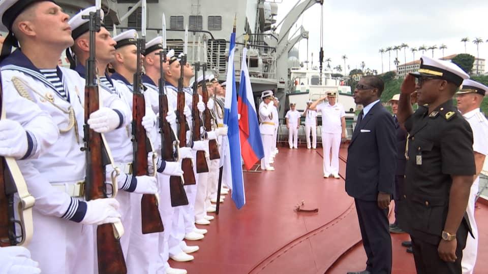 El Vicepresidente visita el crucero Mariscal Ustinov de la Armada Rusa en Malabo