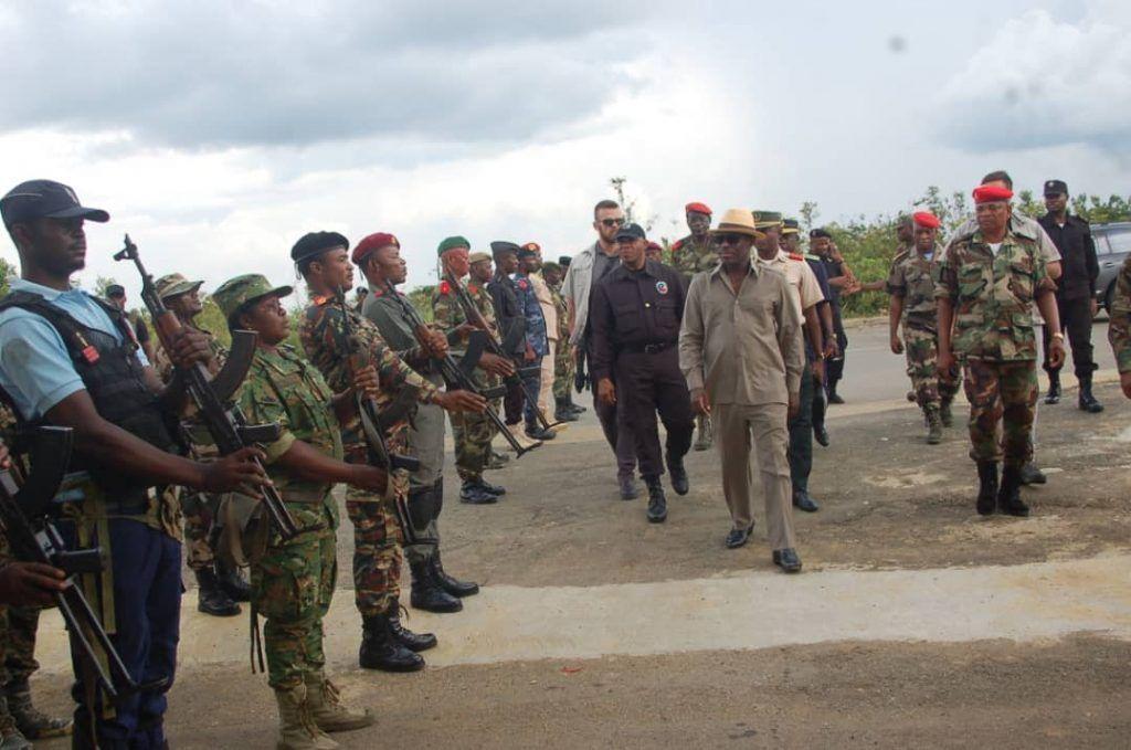 Jornada de inspección y visitas al cuerpo castrense de Mongomo y Akurenam