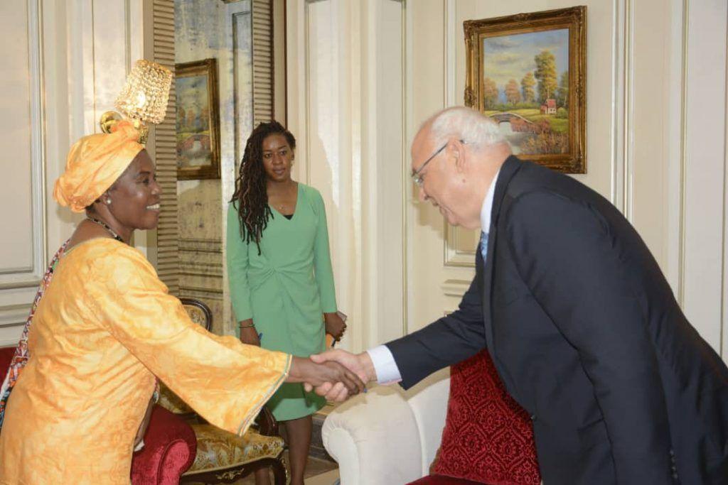 Audiencia de la Primera Dama con el Director del Centro Psiquiátrico Sampaka