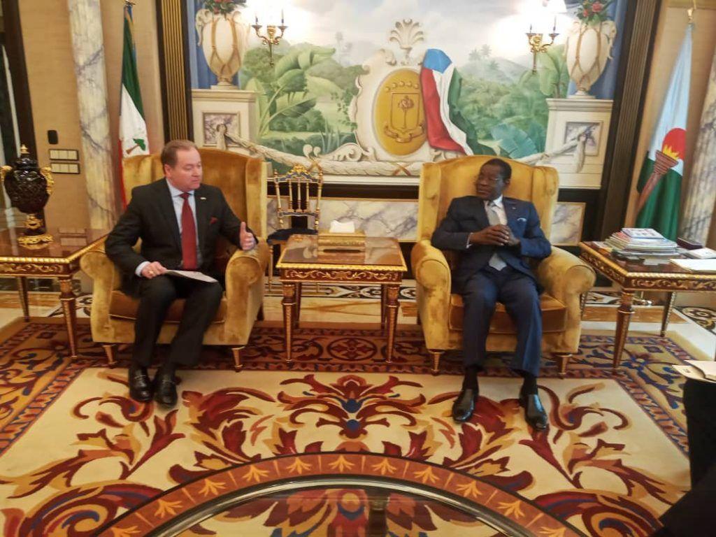El Jefe de Estado conversa con el Presidente del Consejo Ejecutivo de Marathon