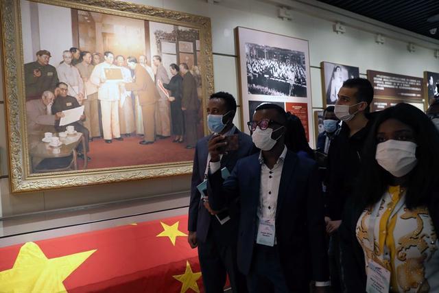 Festival de la Juventud Chino Africana: visita a la sede de la Conferencia Consultativa Política del Pueblo Chino