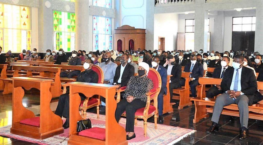 La Pareja Presidencial asiste a la misa del primer domingo de Adviento