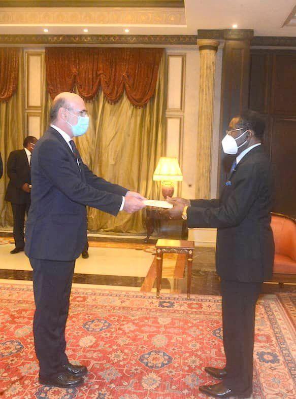El Presidente recibe las cartas credenciales de embajadores de España, Camerún, Sierra Leona, Austria, Polonia e Israel