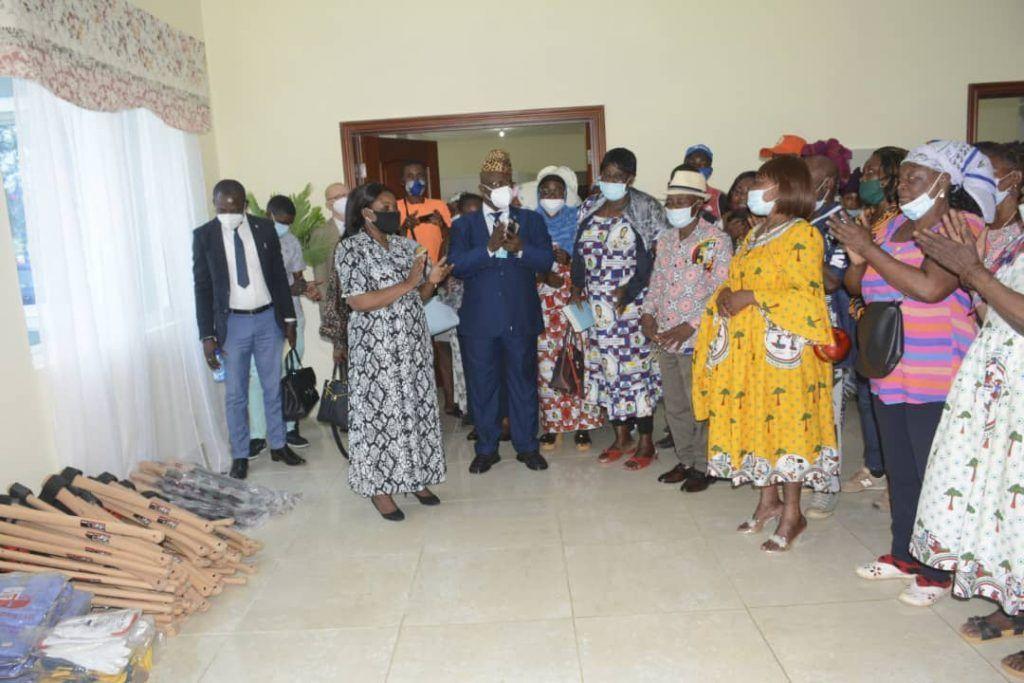 Donación de material agrícola por la Primera Dama a la Agrupación Nnemboho de Riaba