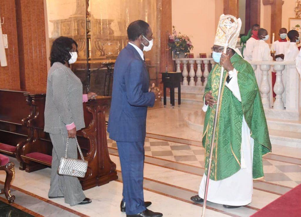 La Pareja Presidencial asiste a la misa en la Basílica Catedral de Mongomo