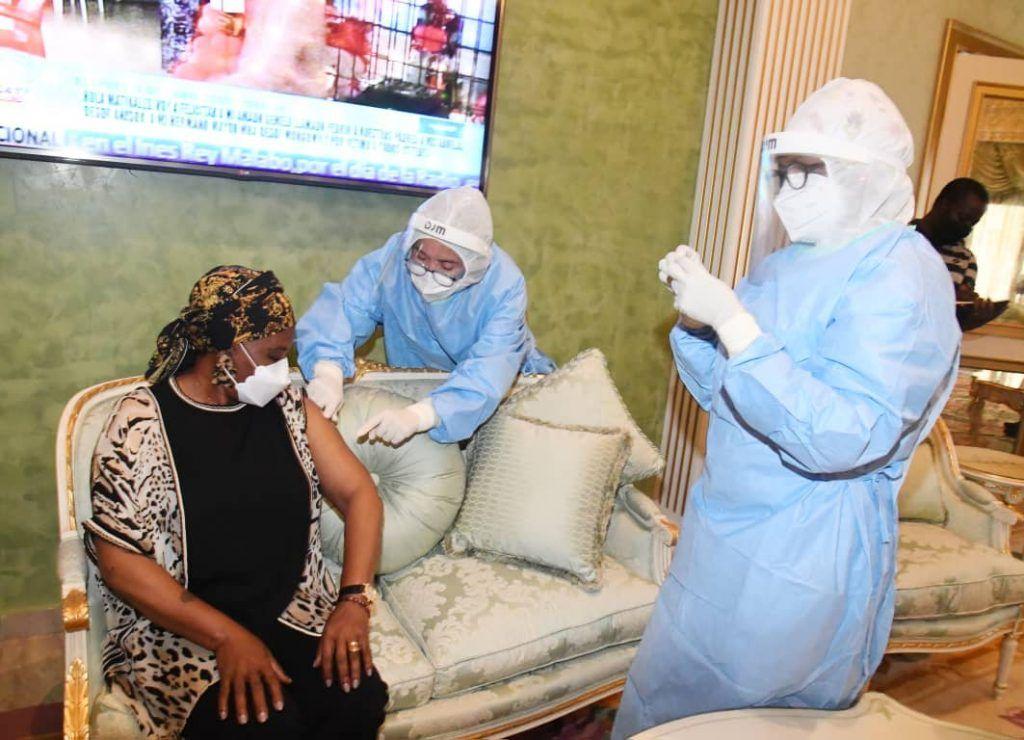 La Primera Dama de Guinea Ecuatorial, vacunada contra el Coronavirus