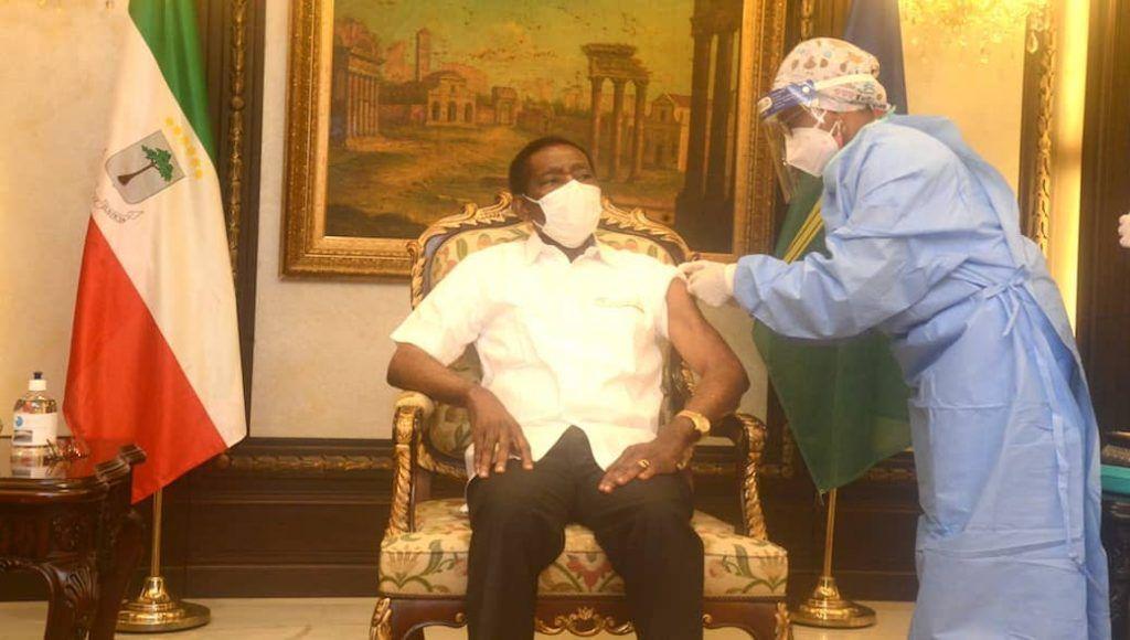 El Presidente recibe su primera dosis de vacuna contra el Coronavirus