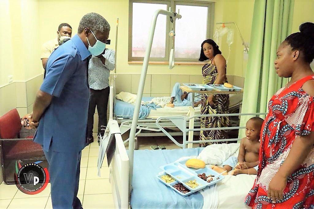 Visita del  Vicepresidente a los heridos en Nkoantoma