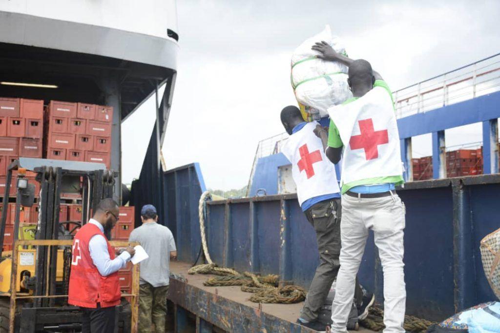 Embarque de donaciones para los damnificados de Nkoantoma