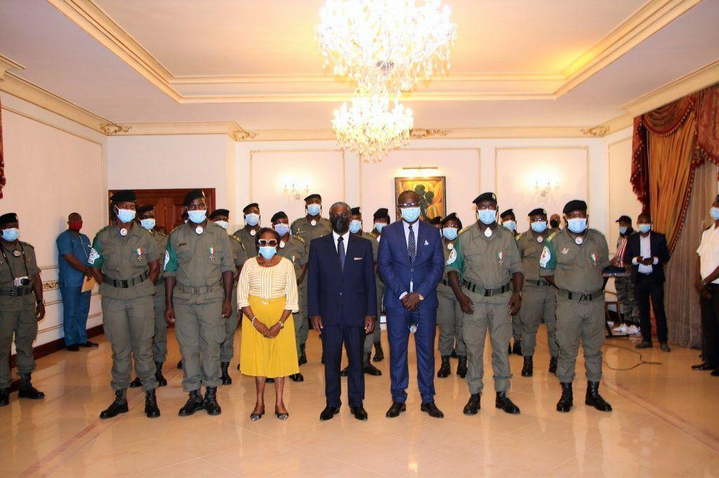 El Vicepresidente de la República condecora a los médicos congoleños por su apoyo en el 7M