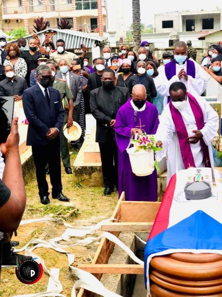 El Vicepresidente asiste al entierro del General de División, Pedro Ndong Obiang