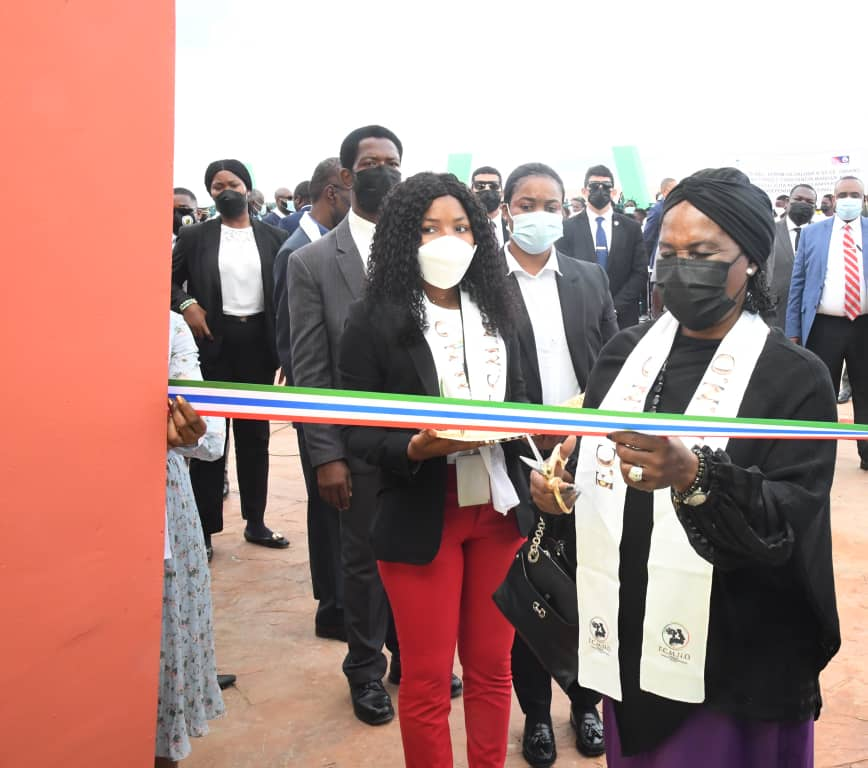 La Fundación Constancia Mangué Nsue Okomo inaugura el centro CANIGE de Akurenam