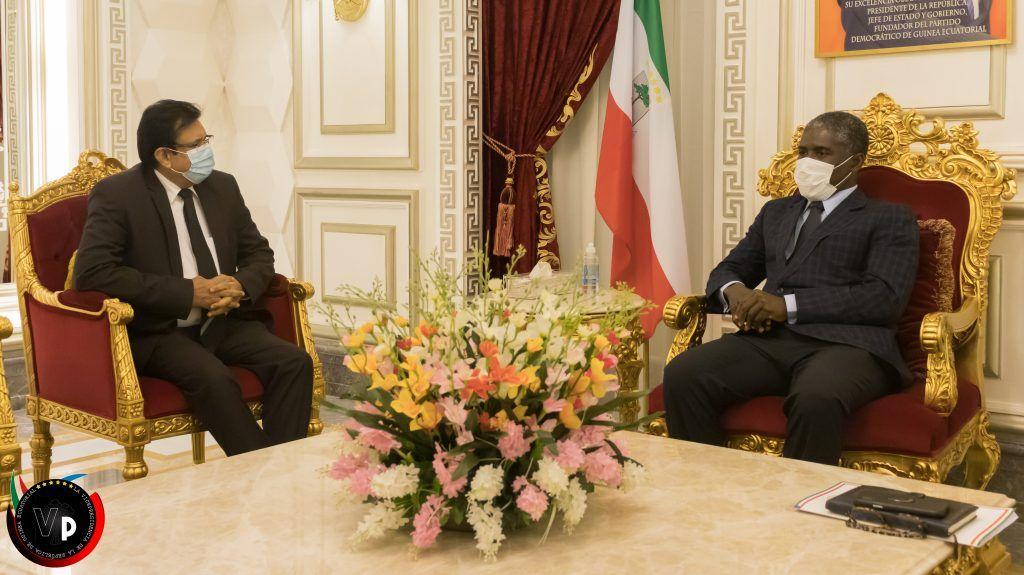 El Vicepresidente recibe al Embajador de La India